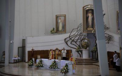 Abp Jędraszewski: Miłosierna miłość Boga zwycięża świat!